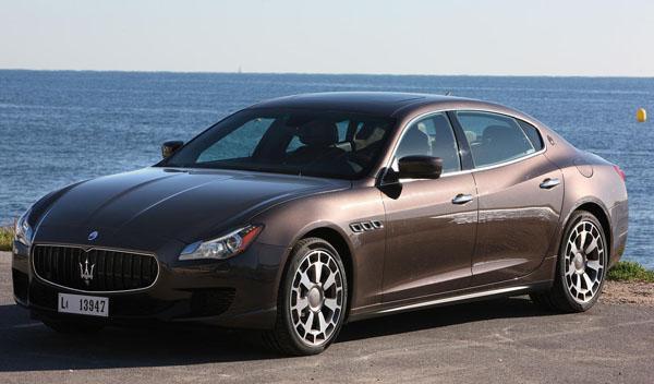 Un Maserati Quattroporte GTS arde en Azerbaijan