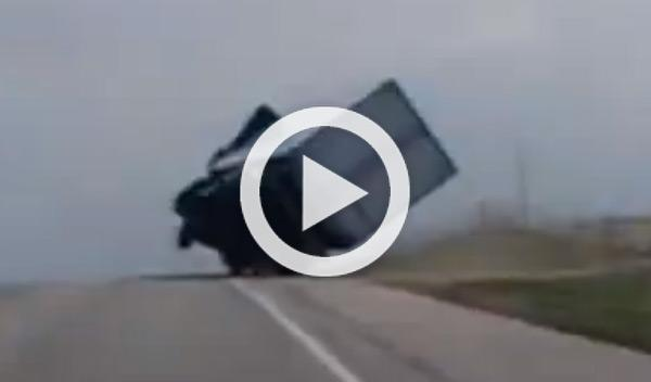Vídeo: evita volcar su camión en el último momento
