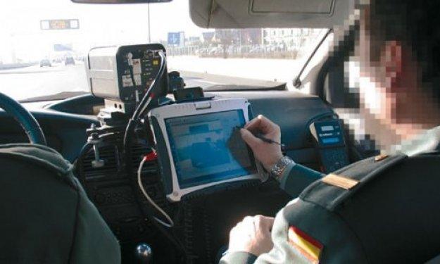 Diez multados por girar la cabeza para ver un radar móvil