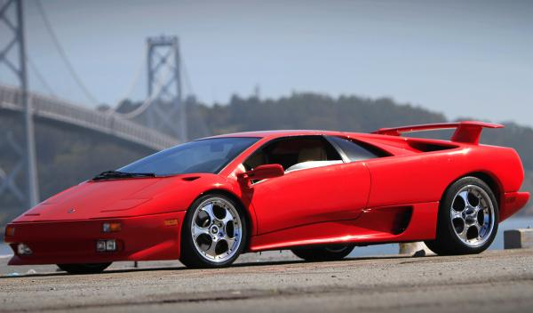 Jay Leno conduce un espectacular Lamborghini Diablo del 91