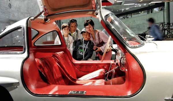 Rally urbano de coches clásicos por Madrid