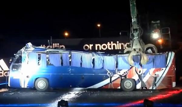 Francia destroza el autobús que usó en Sudáfrica