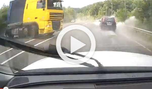 Vídeo: un VW Touareg, a punto de chocar con un camión