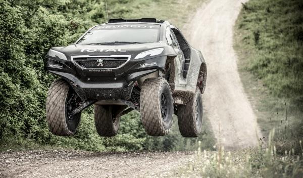 Peugeot-2008-DKR-Dakar-2015-salto