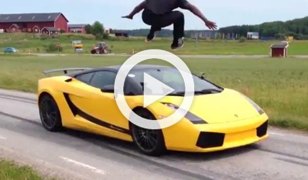 Vídeo: salta sobre un Lamborghini Gallardo a 130 km/h