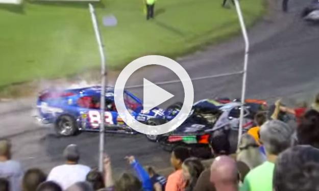 Una carrera de NASCAR se convierte en un 'pique' de choques