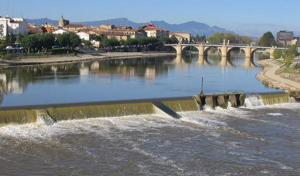 Cae al río mientras escapa con un coche robado en Zaragoza