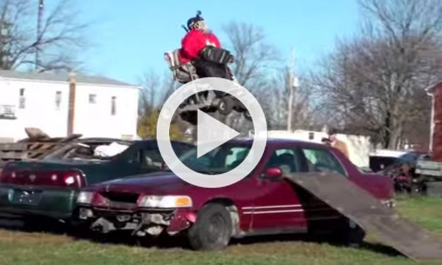Saltar coches con un kart casero no puede acabar bien