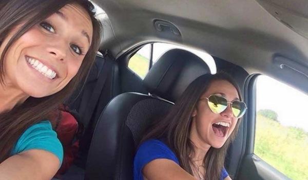 Uno de cada cuatro jóvenes se ha hecho un selfie al volante