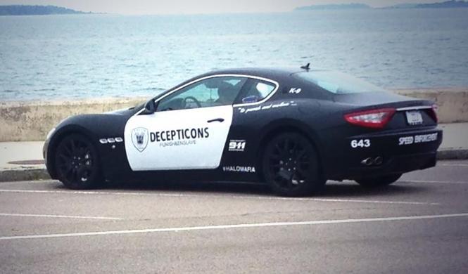 Arrestado por llevar Maserati que imita a un coche patrulla