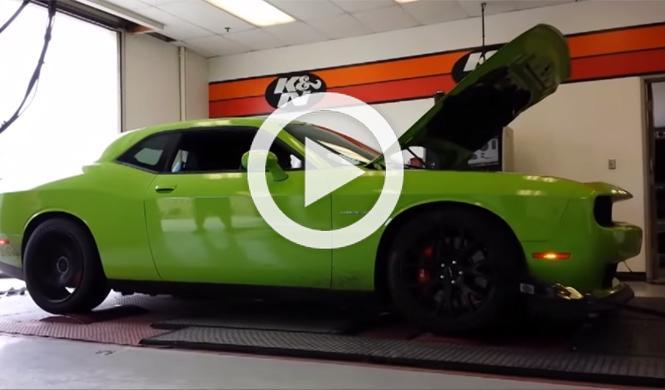 El Dodge Challenger SRT Hellcat contra un banco de potencia