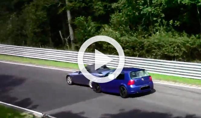 Un Volkswagen Golf R32 golpea a un Honda S2000