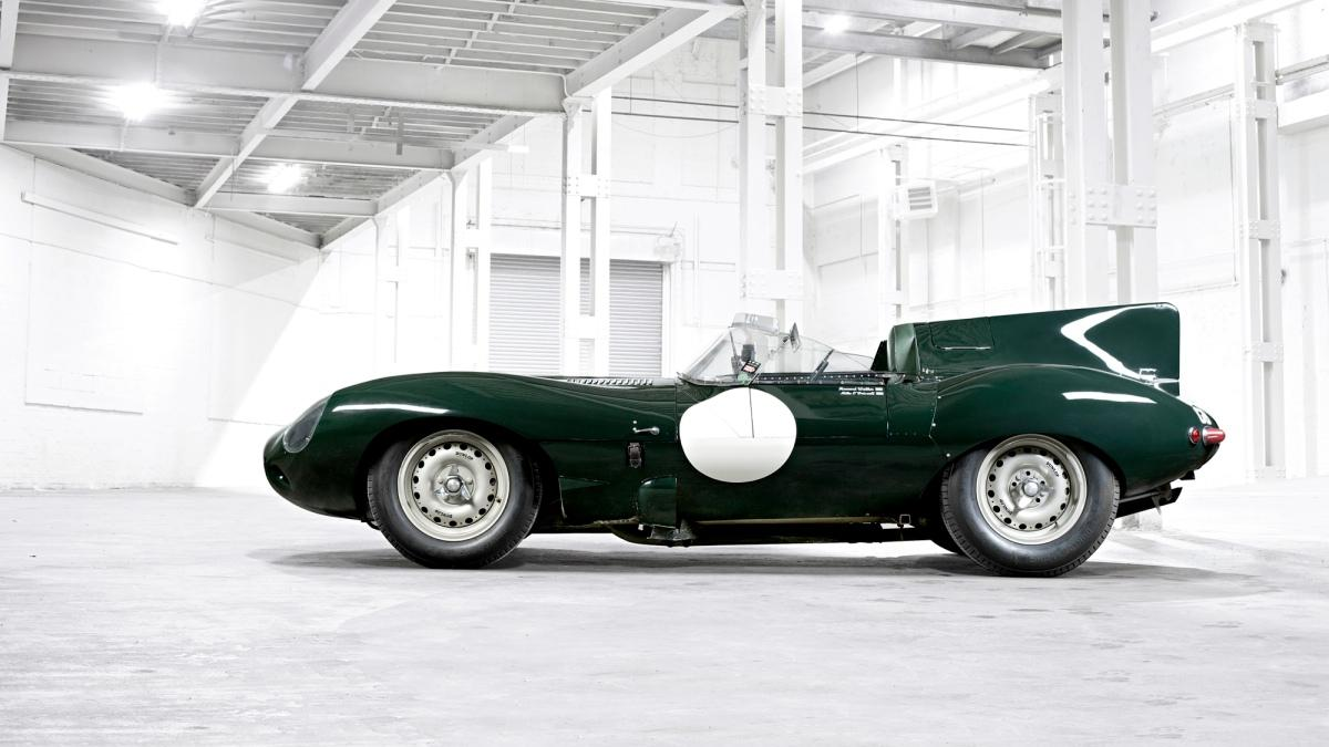 Jaguar D-Type de 1955 vista lateral
