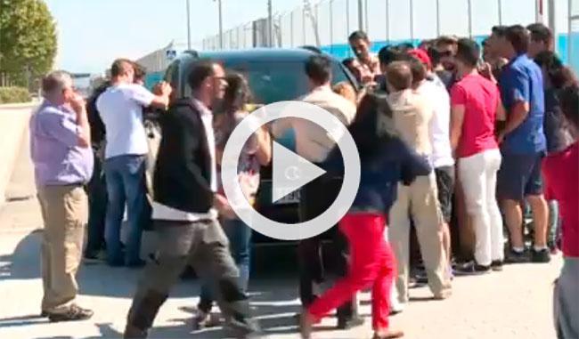 Vídeo: Bale atropella el pie de una aficionada