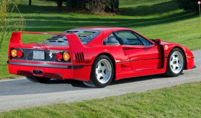 Utiliza un Ferrari F40 para ir de camping