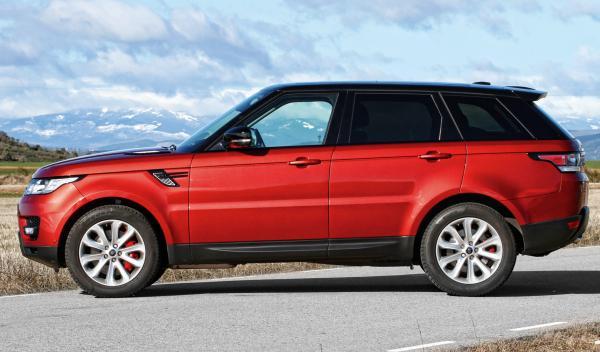 Empotra su Range Rover contra el escaparate de una tienda