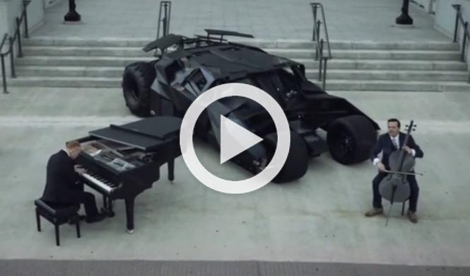 Los Chicos del Piano rinden homenaje al Batmovil