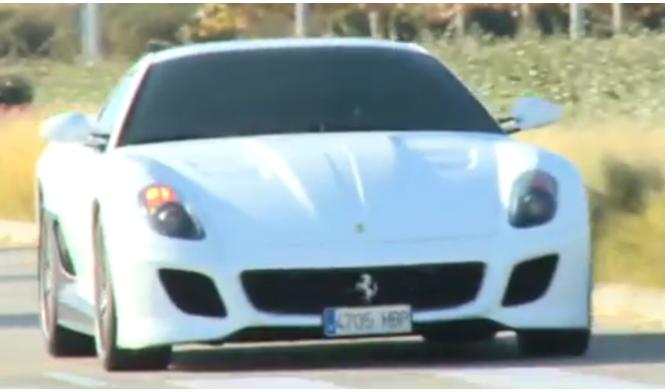 Cristiano Ronaldo va a entrenar en un Ferrari blanco