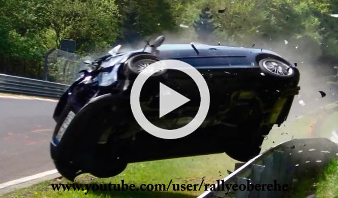 Un Volkswagen Golf GTI se estampa en Nürburgring