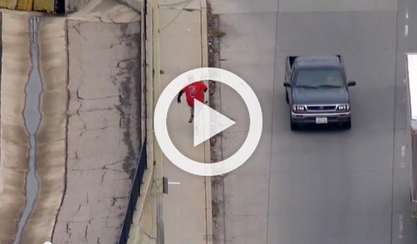 El ladrón de un BMW intenta huir de la Policía en skate