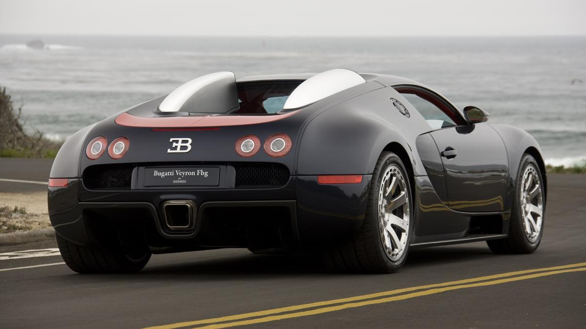 Cochazos millonetis exhibicionistas Bugatti Veyron trasera
