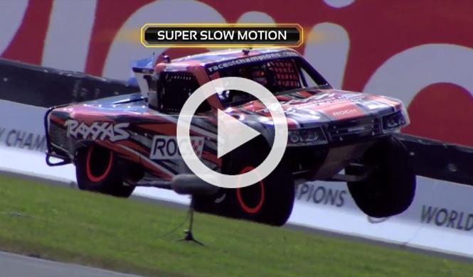 Vídeo: espectacular vuelco de un pick-up a cámara lenta