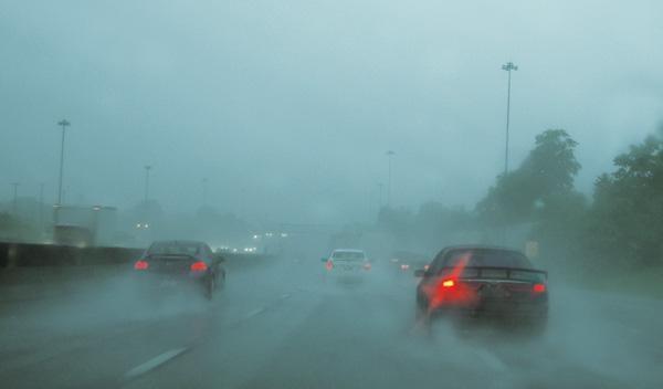 Cuatro claves para conducir con lluvia