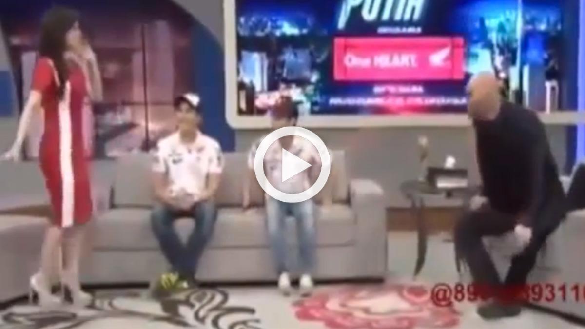 Una presentadora 'liga' con Marc Márquez en directo