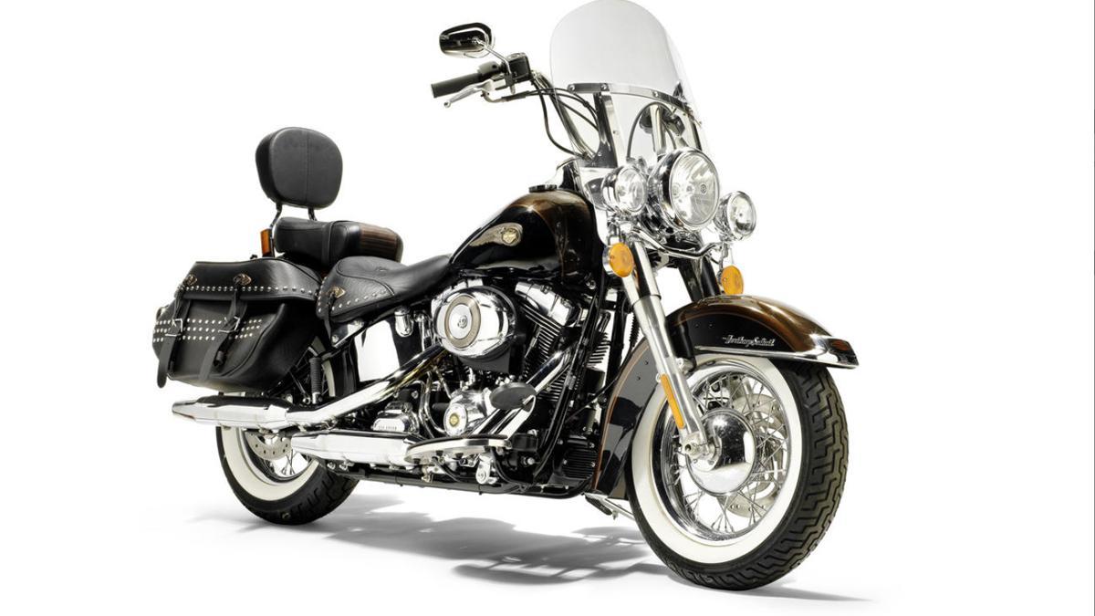 Subasta de la Harley-Davidson del Papa Benedicto XVI frontal