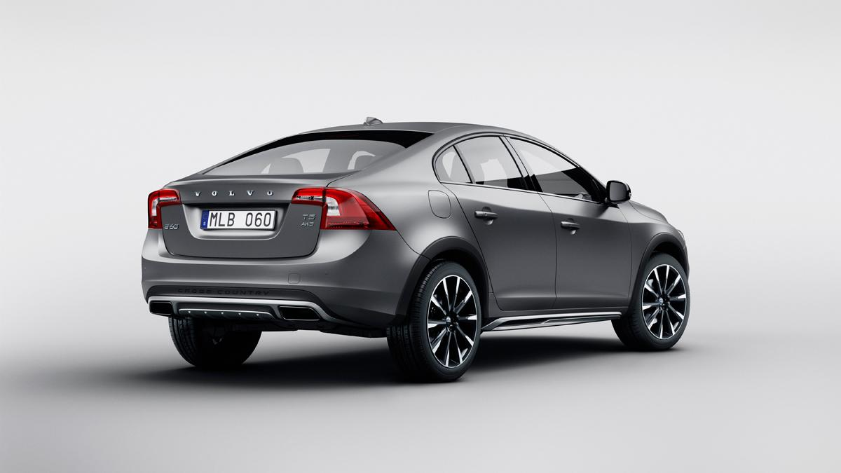 Volvo_S60_Cross_Country_2015-Trasera