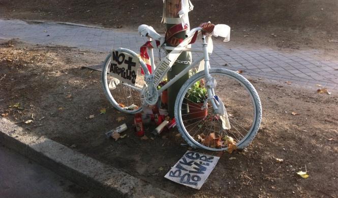 Mata a un ciclista y denuncia a su familia por el trauma