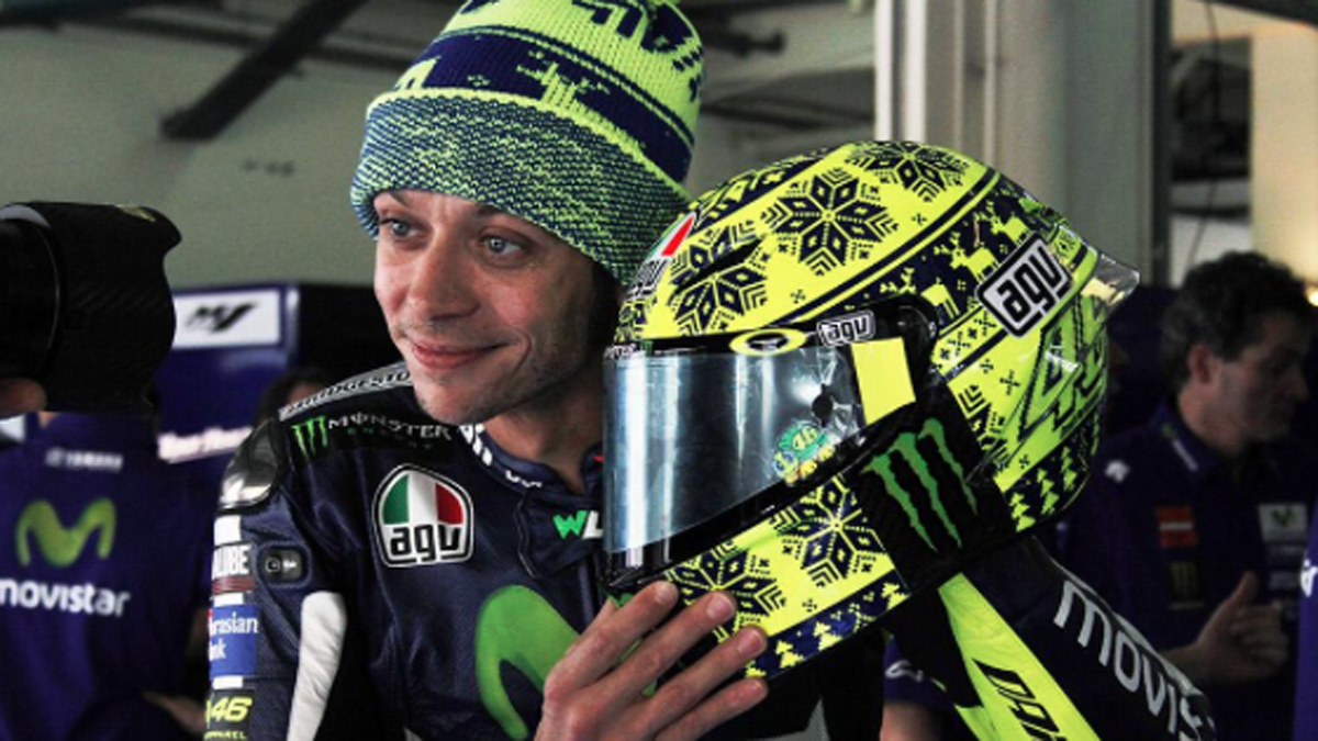 Rossi-Casco-invierno-Tests-Sepang-2015