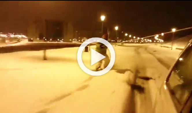 Vídeo: hace snow arrastrado por un coche en Vitoria