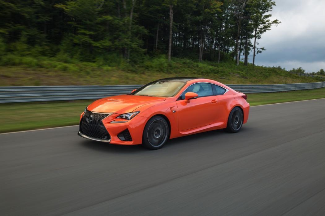 Chris Harris hace una doble prueba del Lexus RC F