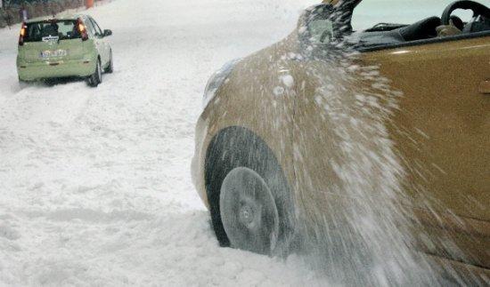 Cuatro menores imputados por tirar nieve a los coches