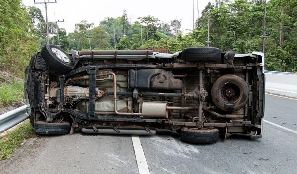 Sufre un accidente de coche y graba su rescate