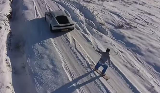 Hace snowboard tirado por un Lamborghini Huracan