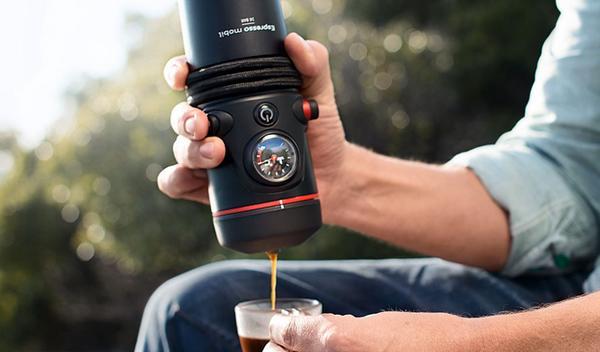 Cafetera portátil Audi: para cafeteros con cuatro aros