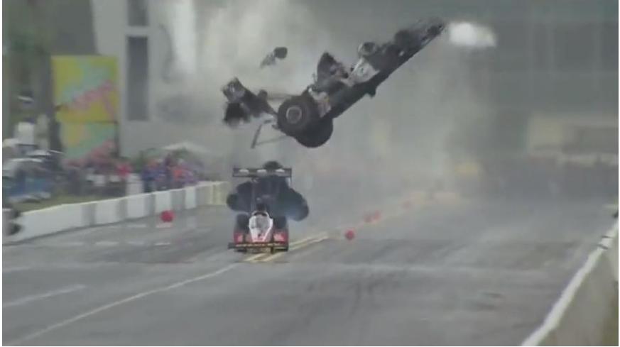Vídeo: un piloto de la NHRA salva la vida en un terrible