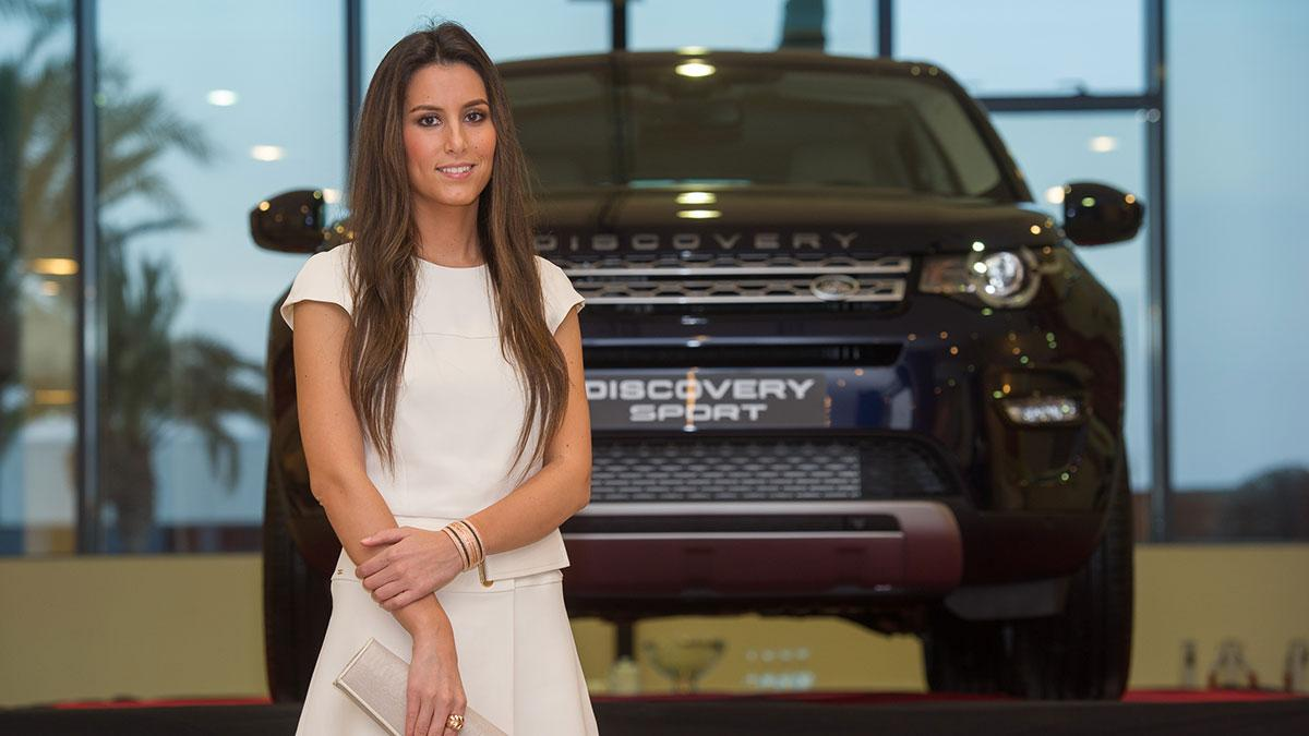 Ana Boyer con el Land Rover Discovery Sport