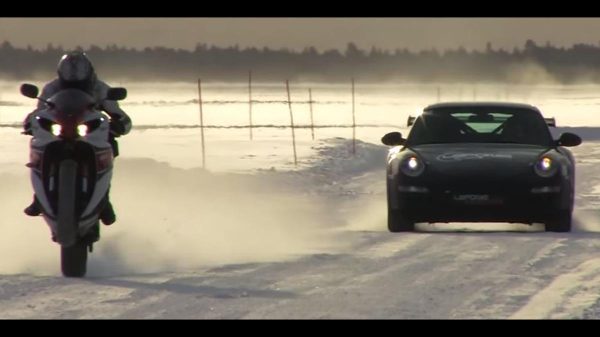 Vídeo: Yamaha YZF R1 a 258 km/h sobre hielo