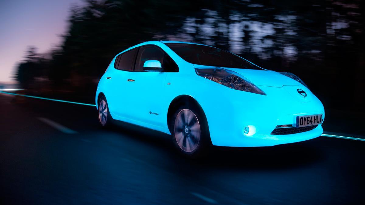 Nissan Leaf fluorescente - delantera