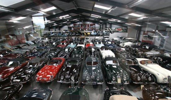 Muere dejando 69 coches clásicos sin herederos