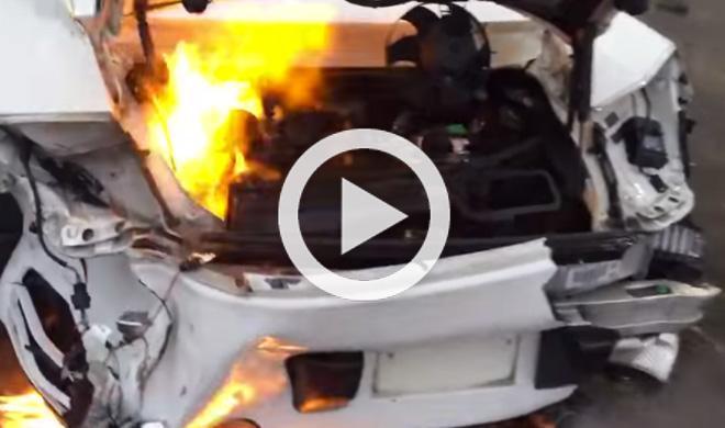 ¿Qué pasa si arrancas un Porsche 911 accidentado?