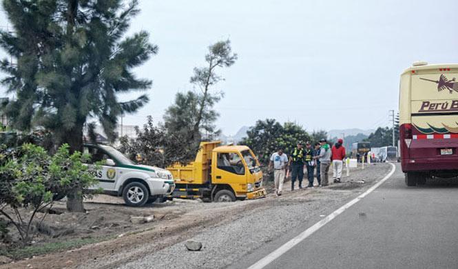 37 muertos en el choque de tres autobuses en Perú