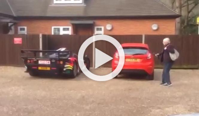 Vídeo: el 'bramido' del McLaren F1 GTR asusta a una mujer