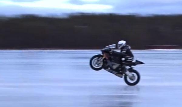 Récord mundial: ¡un caballito a 206 km/h sobre hielo!
