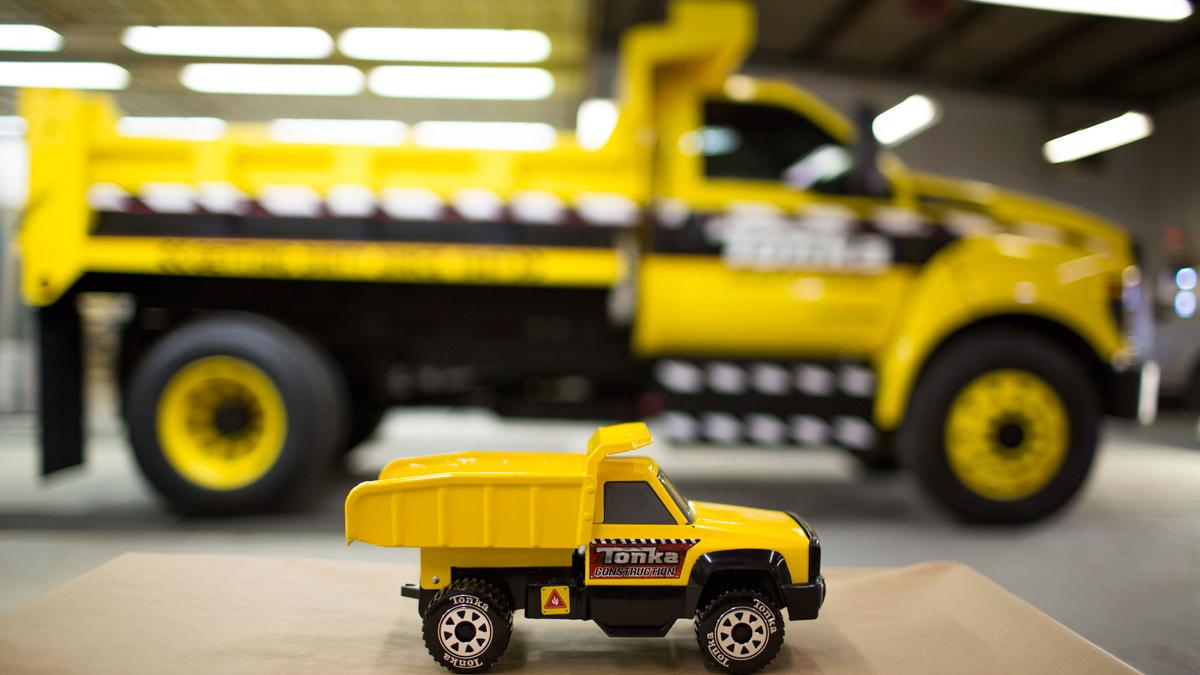 Camión de juguete Tonka y Ford F-750 TONKA - perfil