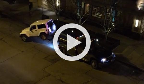 Un Jeep se escapa de un salto de la grúa municipal