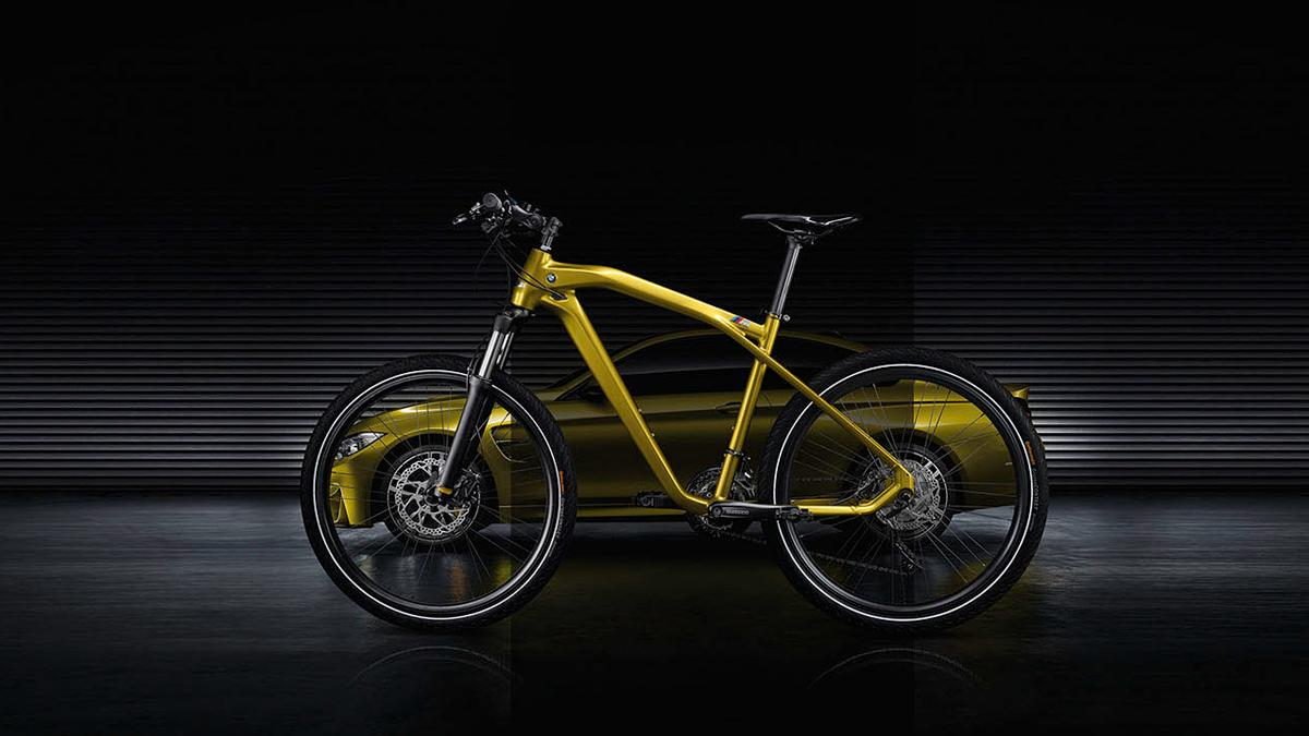 BMW Cruise M-Bike Limited Edition - perfil con coche